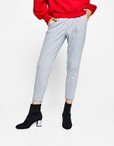 https://www.bershka.com/fr/femme/vêtements/pantalons/pantalon-tailleur-jogging-à-pinces-c1010193216p101643922.html?colorId=802