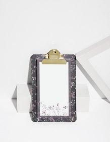 https://www.stradivarius.com/fr/femme/the-gift-guide-%F0%9F%8E%81/moins-de-10%E2%82%AC/notepad-fleurs-c1020128872p300450503.html?colorId=010