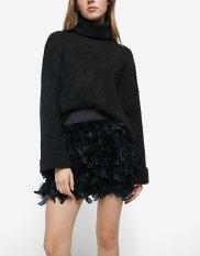 https://www.stradivarius.com/fr/femme/v%C3%AAtements/tendances/party-collection/jupe-plumes-c1706018p300455007.html?colorId=001