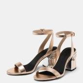 https://www.bershka.com/fr/femme/chaussures/sandales-%C3%A0-talons/sandales-m%C3%A9tallis%C3%A9es-%C3%A0-talon-moyen-%C3%A0-d%C3%A9tail-tricolore-c1010193198p101096061.html?colorId=870