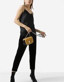 https://www.stradivarius.com/fr/femme/v%C3%AAtements/collection/chemises/top-nuisette-dentelle-c1390575p300462501.html?colorId=001