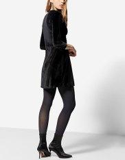 https://www.stradivarius.com/fr/femme/v%C3%AAtements/tendances/party-collection/robe-d%C3%A9collet%C3%A9-en%C2%A0v-velours-c1706018p300464002.html?colorId=001