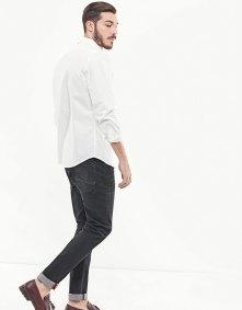 https://www.stradivarius.com/fr/homme/v%C3%AAtements/chemises/chemise-oxford-col-boutonn%C3%A9-c1020081594p300559025.html?colorId=003
