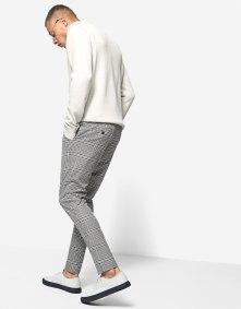 https://www.stradivarius.com/fr/homme/v%C3%AAtements/pantalons/slim-checks-c1020081600p300469009.html?colorId=150