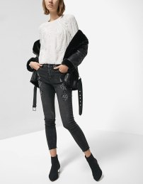 https://www.stradivarius.com/fr/femme/best-of-sale/best-of-sale/chemise-broderie-anglaise-c1020133761p300421005.html?colorId=004