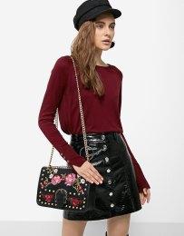 https://www.stradivarius.com/fr/femme/best-of-sale/best-of-sale/sac-%C3%A0-bandouli%C3%A8re-broderies-florales-c1020133761p300327599.html?colorId=001