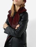 https://www.stradivarius.com/fr/femme/best-of-sale/best-of-sale/blouson-style-motard-similicuir-col-fausse-fourrure-c1020133761p300428501.html?colorId=001