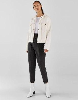 https://www.bershka.com/fr/femme/vêtements/pantalons/pantalon-chino-avec-ceinture-c1010193216p101509978.html?colorId=800