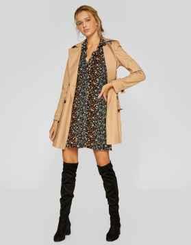 https://www.stradivarius.com/fr/femme/vêtements/voir-par-produit/robes/afficher-tout/robe-courte-imprimée-c1020035501p300865587.html?colorId=001