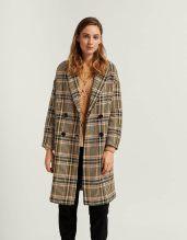 https://www.stradivarius.com/fr/femme/vêtements/voir-par-produit/manteaux/afficher-tout/manteau-long-carreaux-c1020170027p300971529.html?colorId=320