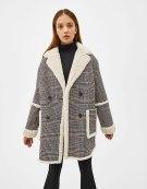 https://www.bershka.com/fr/femme/vêtements/manteaux/manteau-en-jacquard-et-mouton-synthétique-c1010240019p101543598.html?colorId=800